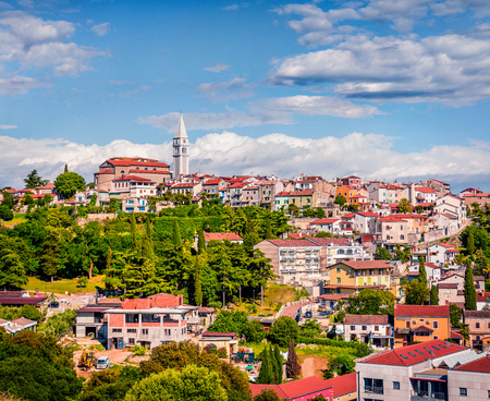 Photo pour Aerial view of small town Vrsar (Orsera) and St. Martin Catholic Church. Colorful spring cityscape of  Croatia, Europe. Traveling concept background. Magnificent Mediterranean landscape. - image libre de droit