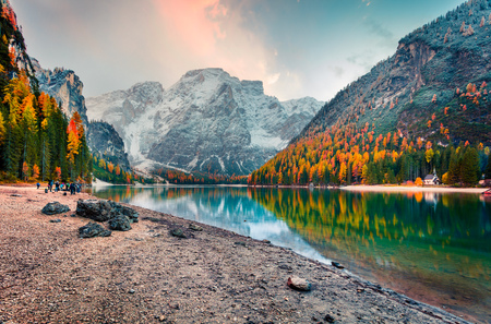 Photo pour Popular photographers attraction of Braies Lake. Colorful autumn landscape in Italian Alps, Naturpark Fanes-Sennes-Prags, Dolomite, Italy, Europe. Beauty of nature concept background. - image libre de droit