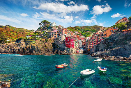 Foto de First city of the Cique Terre sequence of hill cities - Riomaggiore. Colorful morning view of Liguria, Italy, Europe. Great spring seascape of Mediterranean sea. Traveling concept background. - Imagen libre de derechos