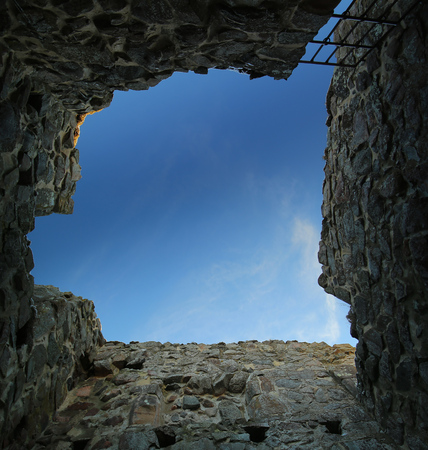 Foto de Unusual upward view from a dungeon in Brahehus caste, Jonkopings lan, Sweden. - Imagen libre de derechos