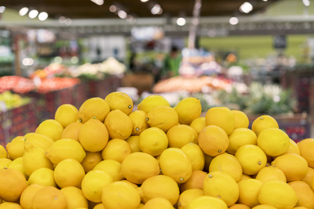 Foto de lemon in the store - Imagen libre de derechos