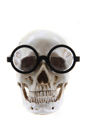 Photo pour human skull with glasses isolated on the white background - image libre de droit