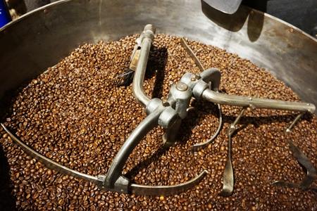 Foto de roasted coffee machine as very nice background - Imagen libre de derechos