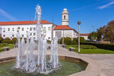 Photo pour Santarem, Portugal - September 11, 2017: Largo do Infante Santo Square and the Escola Pratica de Cavalaria, a military cavalry barracks and the former Trindade Convent tower - image libre de droit