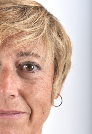Foto de close-up of the face of a middle-aged woman - Imagen libre de derechos