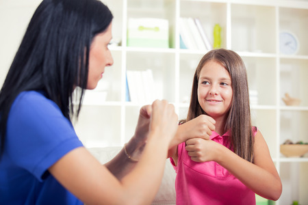 Foto de Smiling deaf girl learning sign language - Imagen libre de derechos