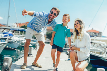 Photo pour Happy family having fun, enjoying the summer time by the sea. - image libre de droit