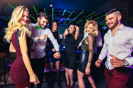 Photo pour Young people dancing in night club - image libre de droit