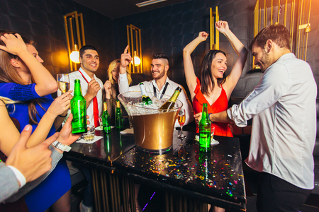 Photo pour Happy young people having fun at nightclub. - image libre de droit