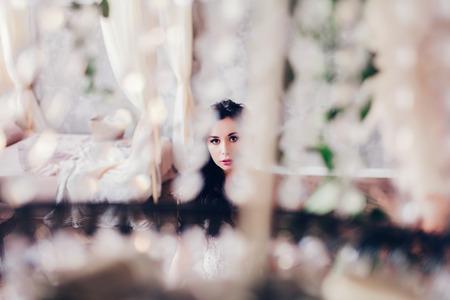 Foto de artistic portrait of the bride on the wedding day - Imagen libre de derechos