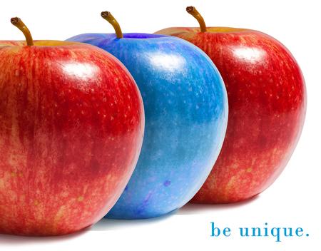 Foto de Blue apple between red ones. - Imagen libre de derechos