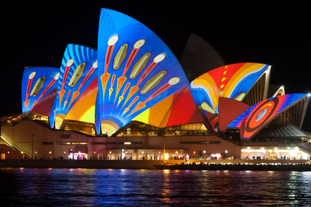 Photo pour Sydney Opera house on Vivid festival - image libre de droit