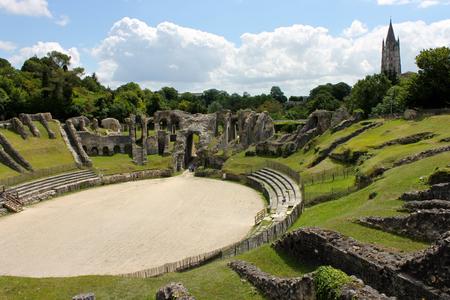 Photo pour Saintes, France. The Gallo-Roman Amphitheatre of Mediolanum Santonum, a major antiquity landmark and monument in the modern day city of Saintes - image libre de droit
