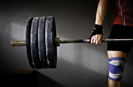Photo pour Man practicing weightlifting I - image libre de droit