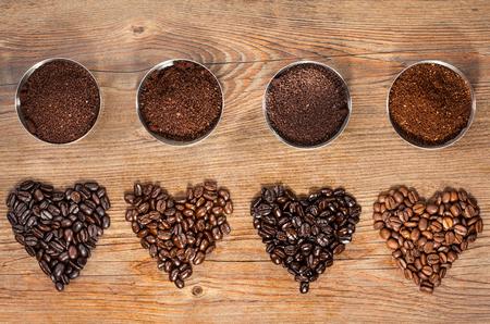 Foto de Coffee Beans and Ground Coffee - Imagen libre de derechos