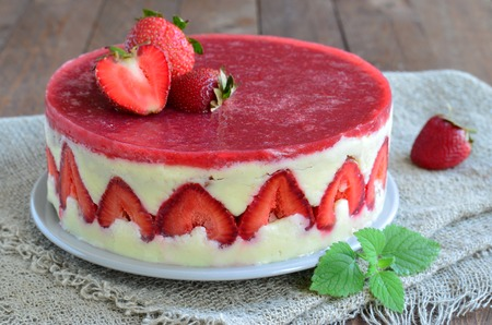 Foto de Strawberry cake, Fraisier cake - Imagen libre de derechos