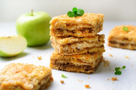 Foto de Apple Pie Bars with Sugar Crust, Crumble Cake, Homemade Apple Dessert on Bright Background - Imagen libre de derechos