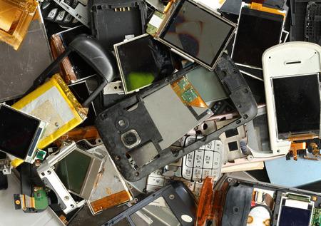 Photo pour Pile of mobile phone scrap - image libre de droit