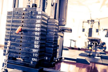 Foto de Metal Weight stack on Fitness training machine - Imagen libre de derechos