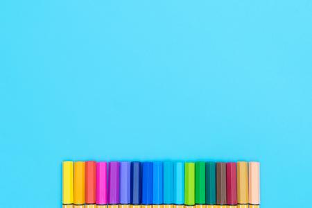 Photo pour Colorful marker pen on blue copy space background - image libre de droit