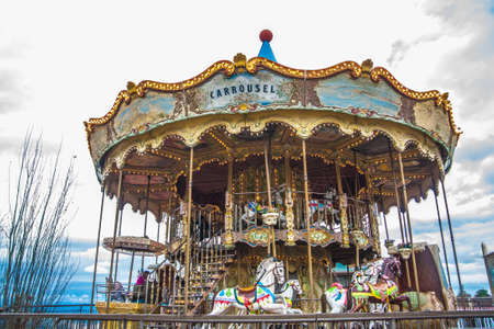 Foto de Old vintage carousel in Tibidabo park in Barcelona - Imagen libre de derechos
