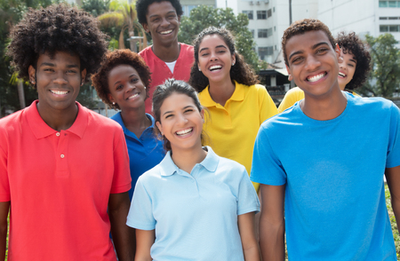 Photo pour Large group of mixed young adults in colorful shirts outdoor in the summer - image libre de droit