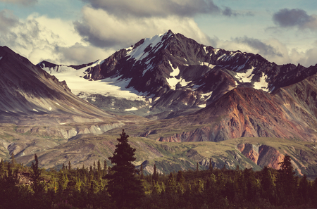 Photo pour Mountains in Alaska - image libre de droit