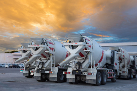 Photo pour cement mixers car with beautiful sky - image libre de droit