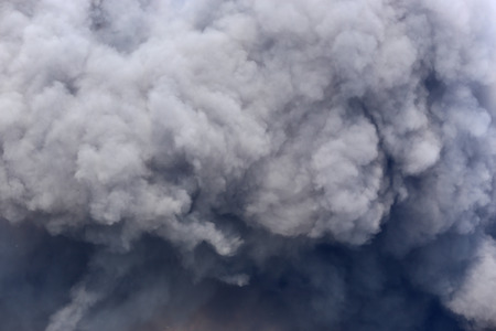 Foto de Billowing Black Smoke from ignition midden - Imagen libre de derechos