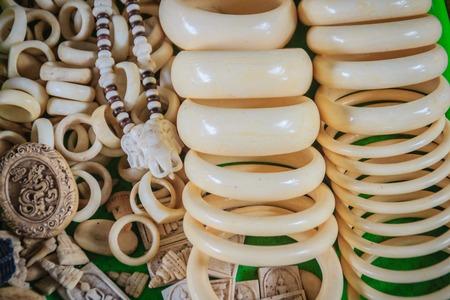 Foto de Souvenirs and amulets carved from Ivory for sale at Thai-Cambodia border market. - Imagen libre de derechos