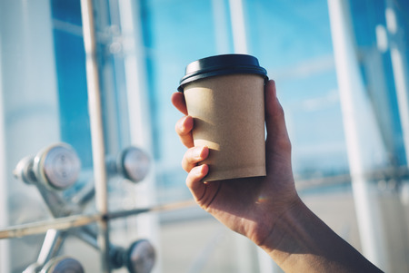 Photo pour mock up of cup of coffee in hand - image libre de droit