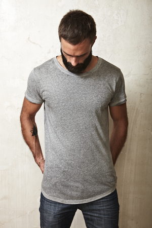 Photo pour Portrait of a bearded guy wearing blank t-shirt - image libre de droit