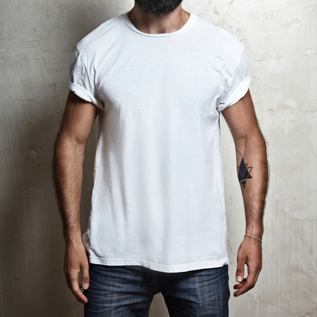 Foto de Close-up of a muscular man wearing blank t-shirt - Imagen libre de derechos