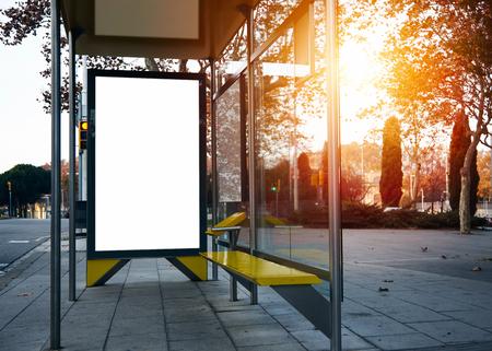 Foto de Empty billboard on the bus stop. Horizontal - Imagen libre de derechos