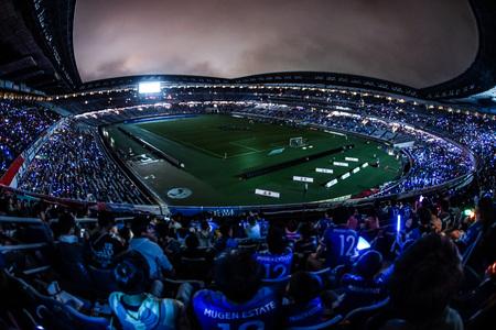 Foto de People to cheer the football game - Imagen libre de derechos