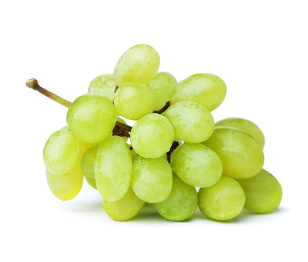 Foto de Fresh green grapes. Isolated on white - Imagen libre de derechos