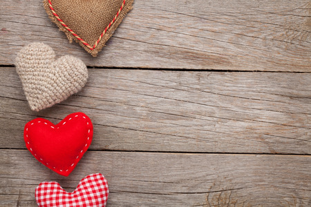 Photo pour Valentines day background with handmade toy hearts over wooden table - image libre de droit
