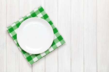 Photo pour Empty plate and towel over wooden table background. View from above with copy space - image libre de droit