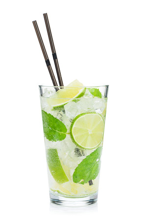 Foto de Fresh mojito cocktail. Isolated on white background - Imagen libre de derechos