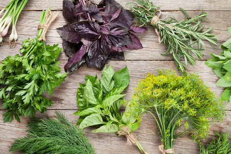 Foto de Fresh garden herbs on wooden table. Top view - Imagen libre de derechos