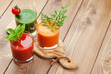 Photo pour Fresh vegetable smoothie on wooden table. Tomato, cucumber, carrot. View with copy space - image libre de droit