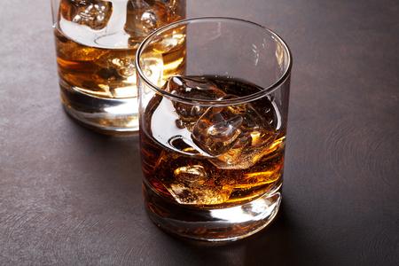 Foto de Whiskey with ice on stone table - Imagen libre de derechos