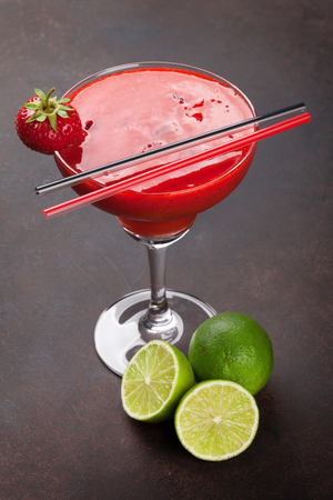 Foto de Strawberry margarita cocktail on dark stone table - Imagen libre de derechos