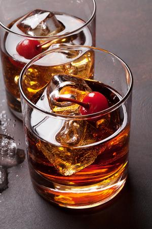 Foto de Manhattan cocktail with whiskey - Imagen libre de derechos