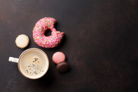 Foto de Coffee cup and sweets on stone table. Top view with copy space - Imagen libre de derechos