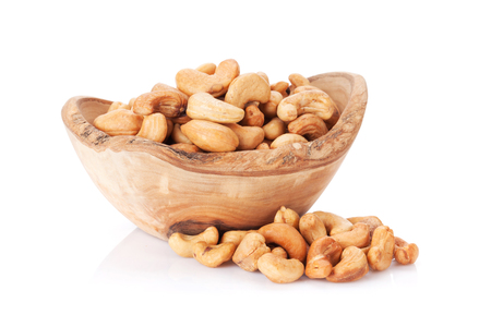 Photo pour Cashew nuts in bowl. Isolated on white background - image libre de droit