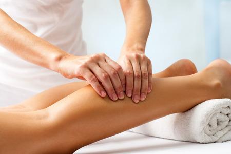 Photo pour Detail of hands massaging human calf muscle.Therapist applying pressure on female leg. - image libre de droit