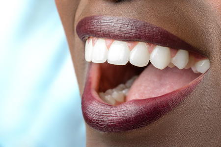 Photo pour Macro close up of african female mouth.Open mouth showing perfect white teeth. - image libre de droit