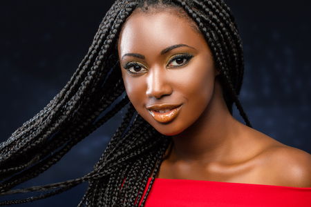Photo pour Close up studio face shot of charming young african girl with braided hairstyle. - image libre de droit