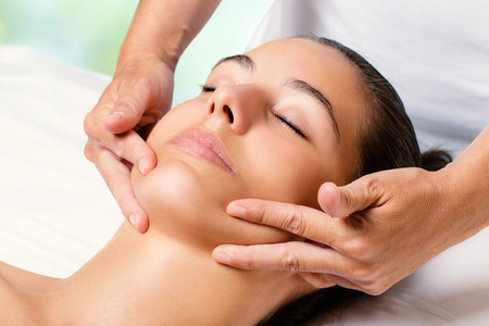 Photo pour Close up facial massage on female chin.Therapist applying revitalizing cream on face. - image libre de droit